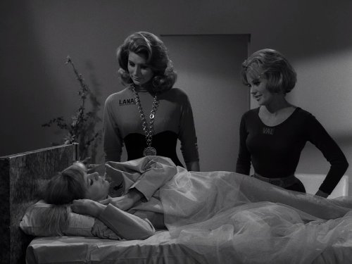 Pamela Austin, Suzy Parker, and Collin Wilcox Paxton in The Twilight Zone (1959)