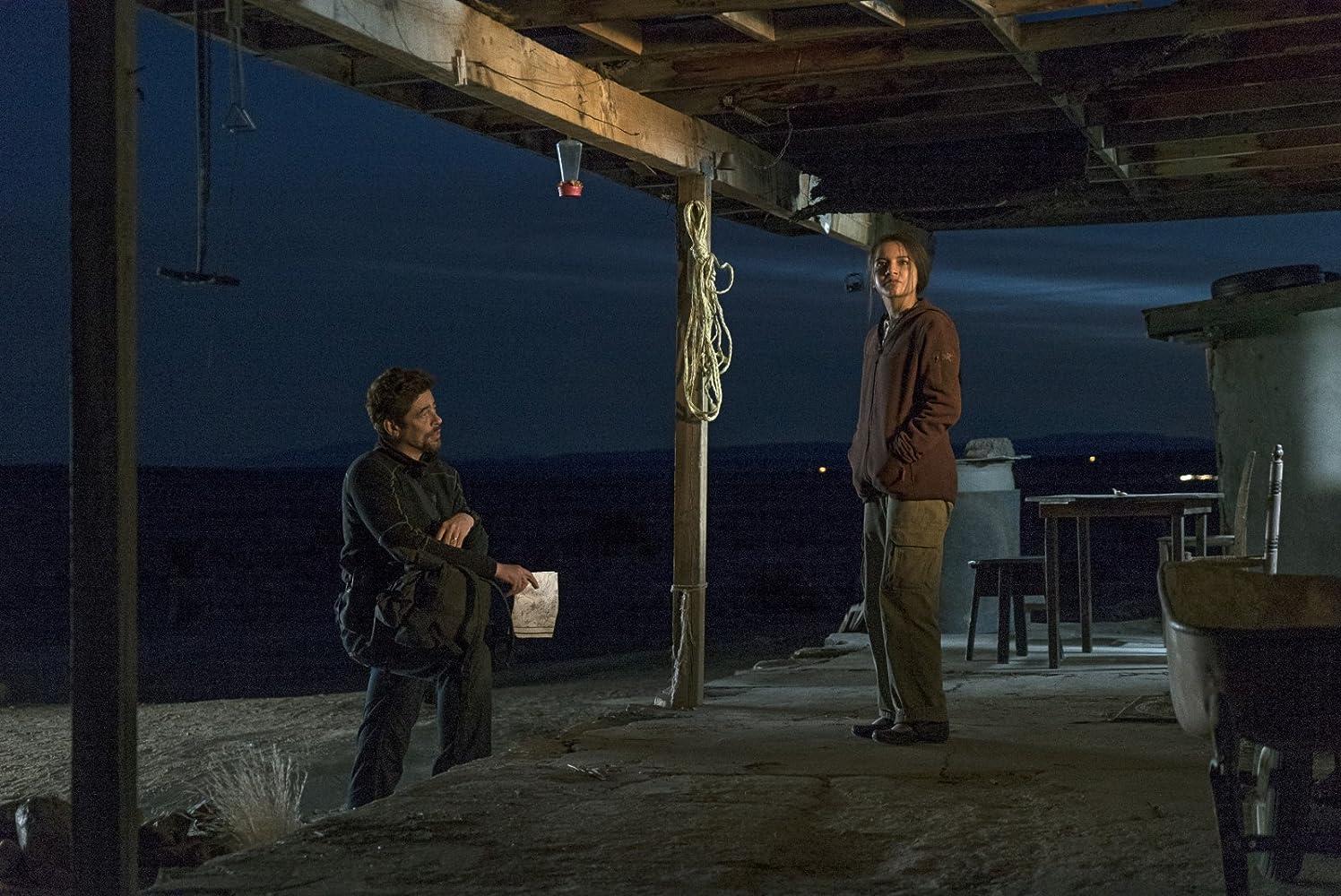 Benicio Del Toro and Isabela Moner in Sicario: Day of the Soldado (2018)