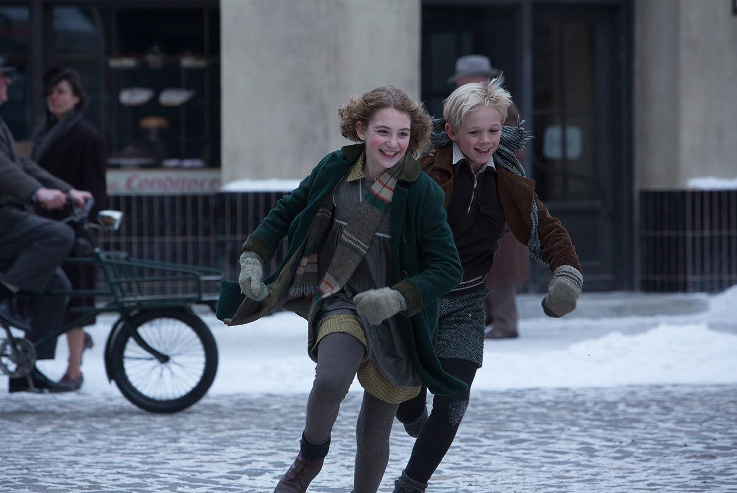 Nico Liersch and Sophie Nélisse in The Book Thief (2013)