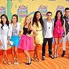 2014 Kids Choice Awards: Every Witch Way Cast