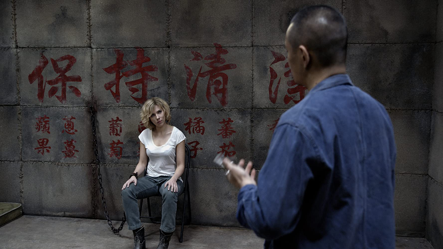 Scarlett Johansson and Hao-Hsiang Hsu in Lucy (2014)