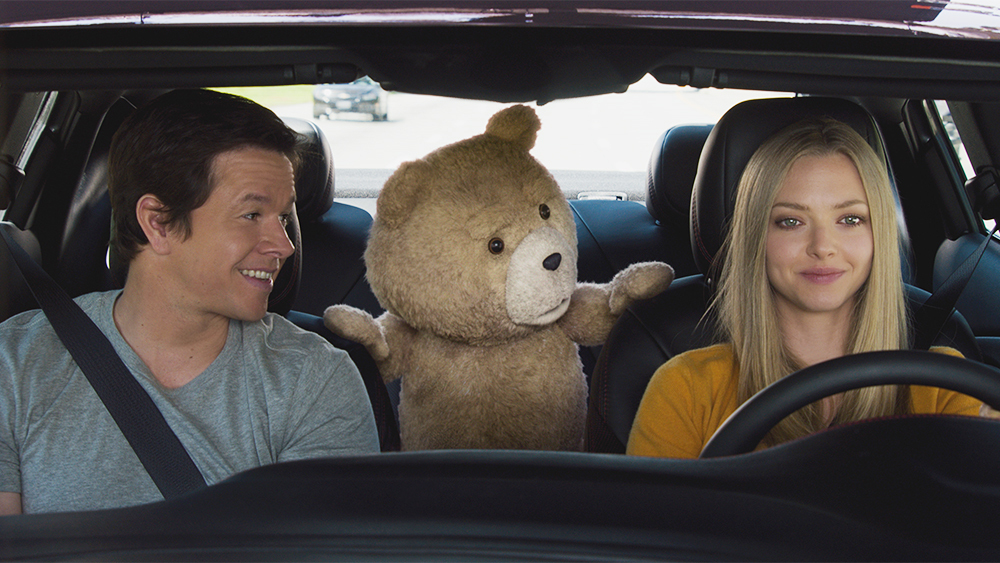 Mark Wahlberg, Seth MacFarlane, dan Amanda Seyfried dalam Ted 2 (2015)