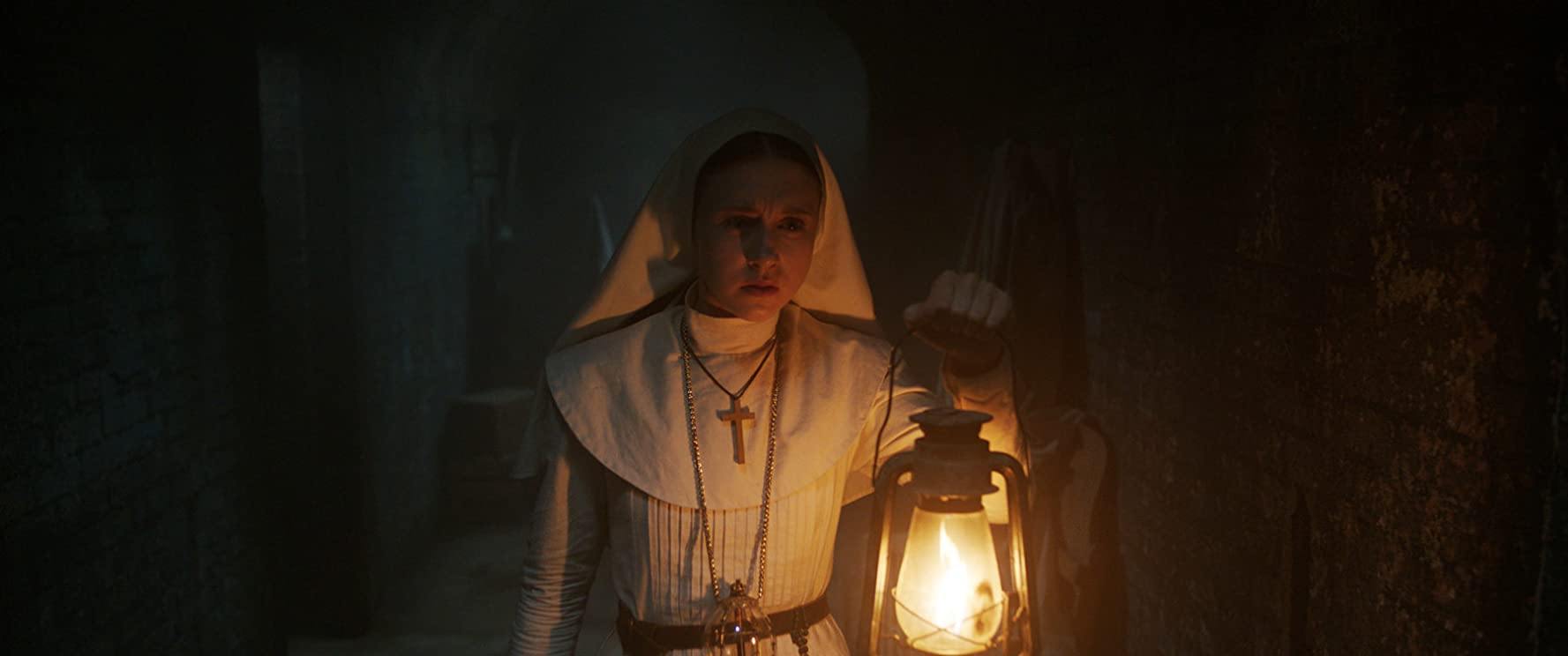 Taissa Farmiga in The Nun movie review a freira filme crítica