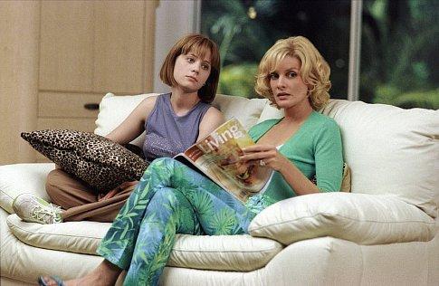 Rene Russo and Zooey Deschanel in Big Trouble (2002)