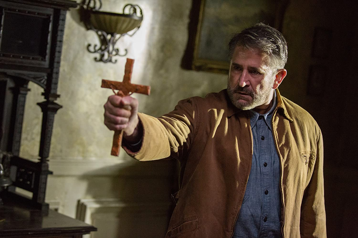 Anthony LaPaglia in Annabelle: Creation (2017)