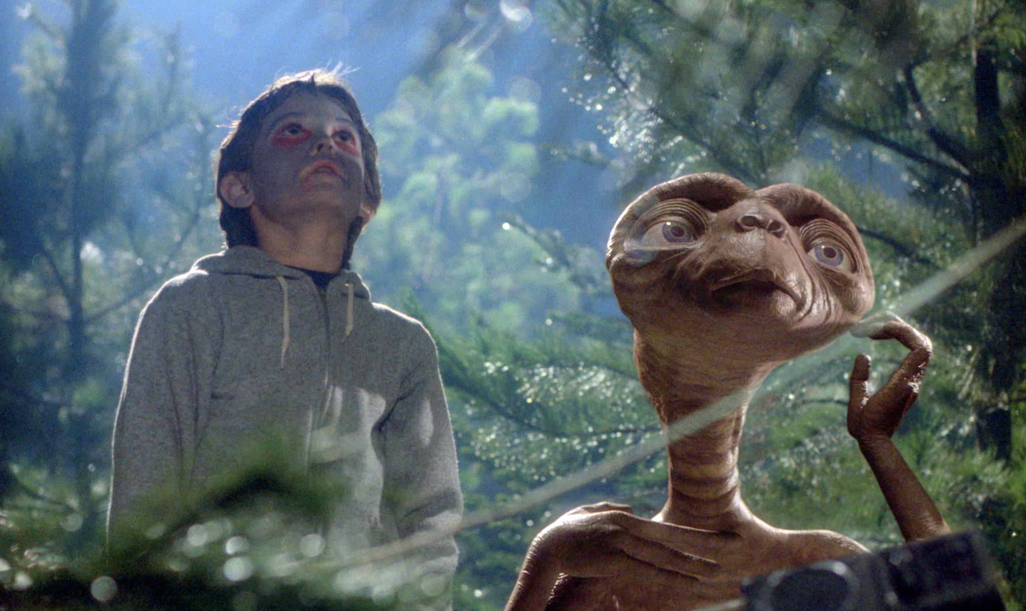 E.T. the Extra-Terrestrial (1982) - Photo Gallery - IMDb