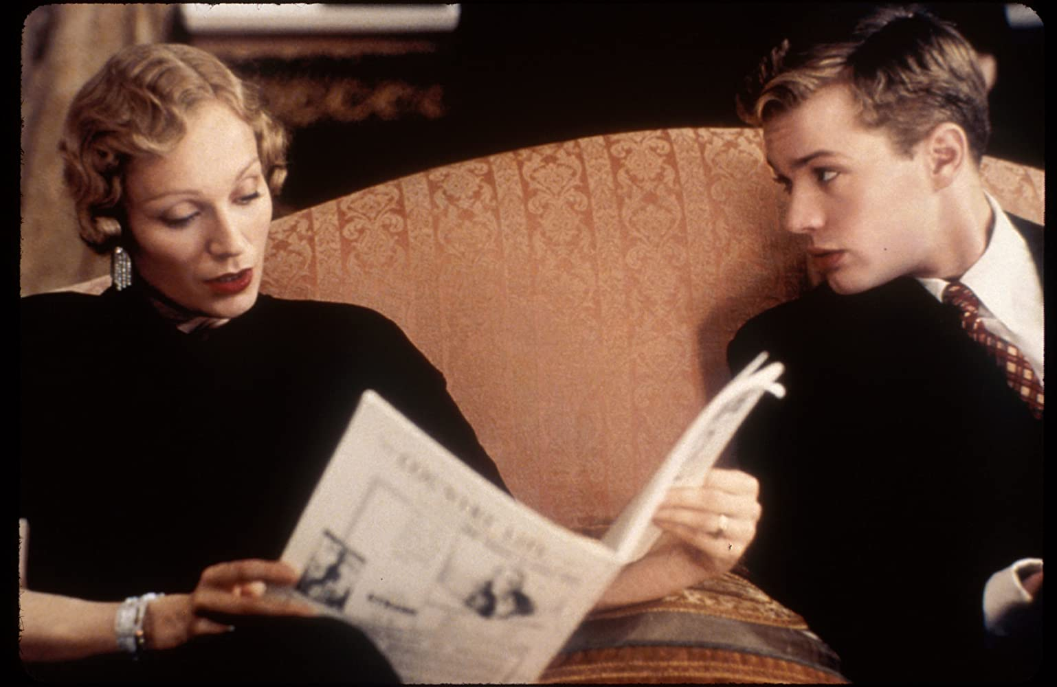 Ryan Phillippe and Kristin Scott Thomas in Gosford Park (2001)