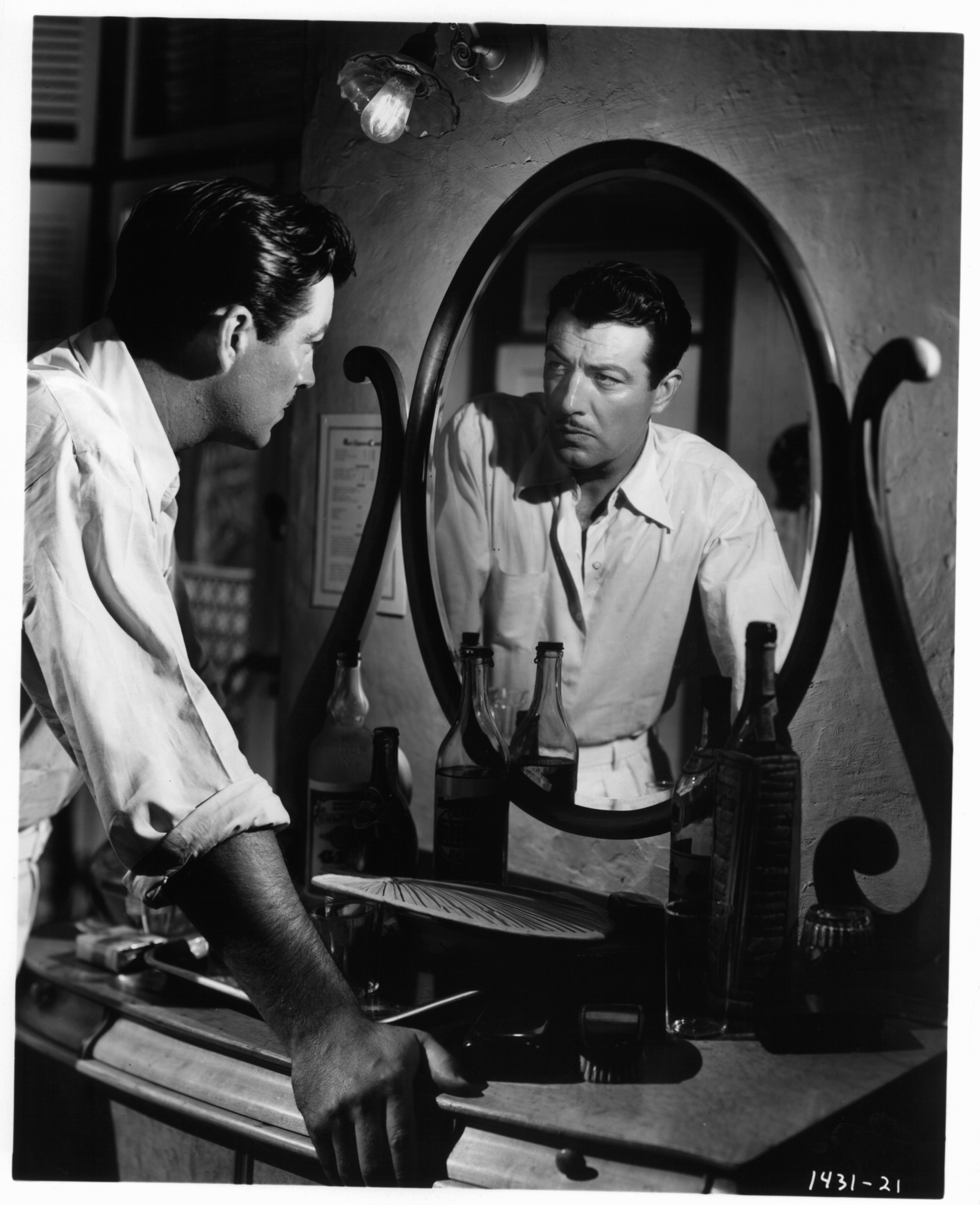 Robert Taylor in The Bribe (1949)
