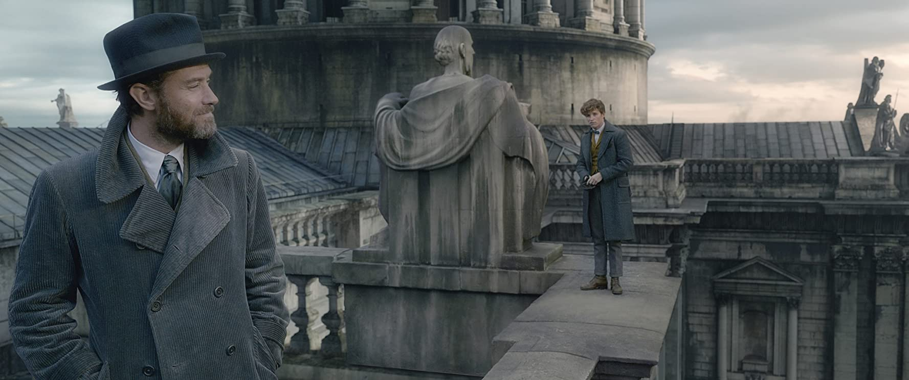 Jude Law and Eddie Redmayne in Fantastic Beasts: The Crimes of Grindelwald (2018)