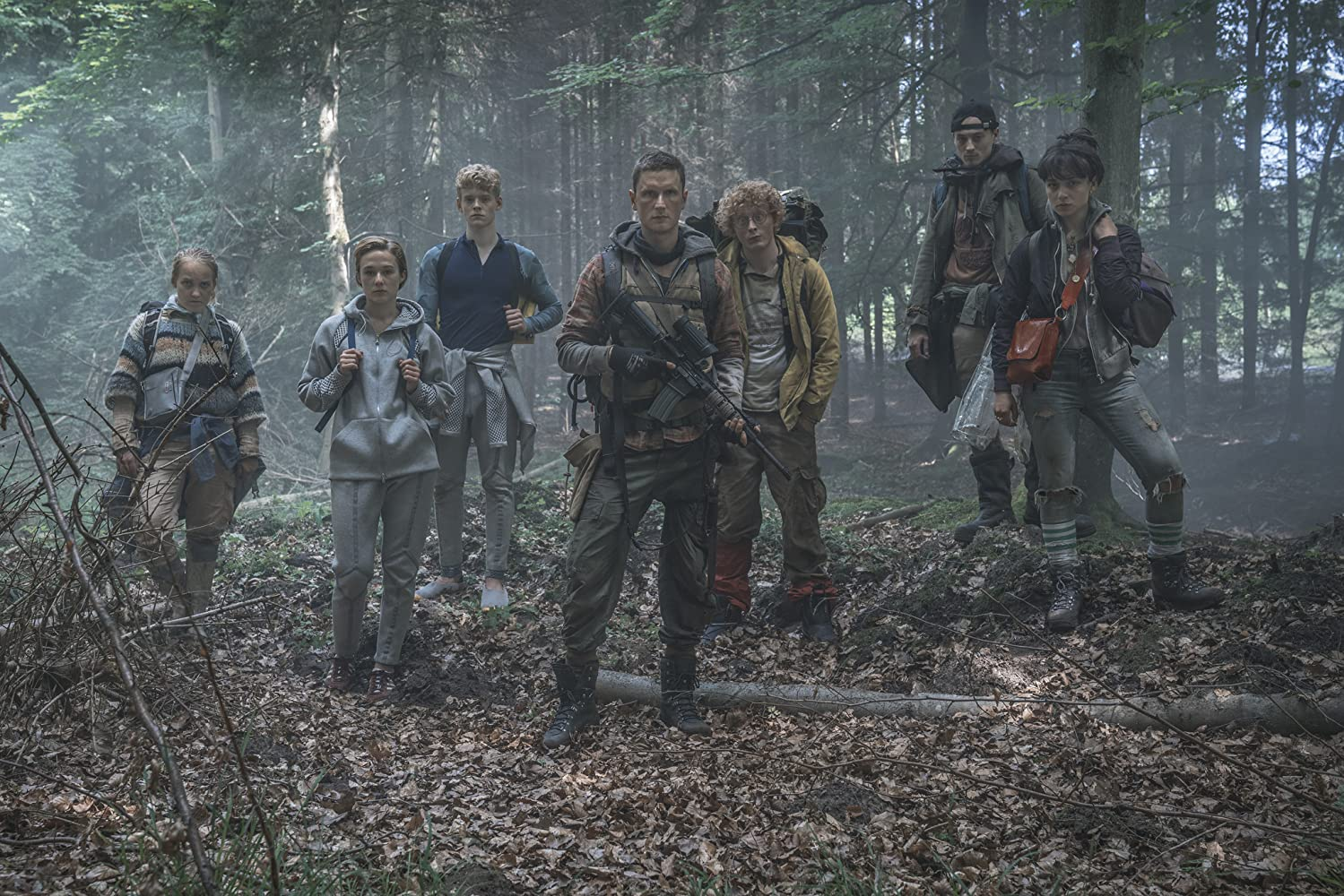 Alba August, Angela Bundalovic, Mikkel Boe Følsgaard, Lucas Lynggaard Tønnesen, Sonny Lindberg, and Jessica Dinnage in The Rain (2018)