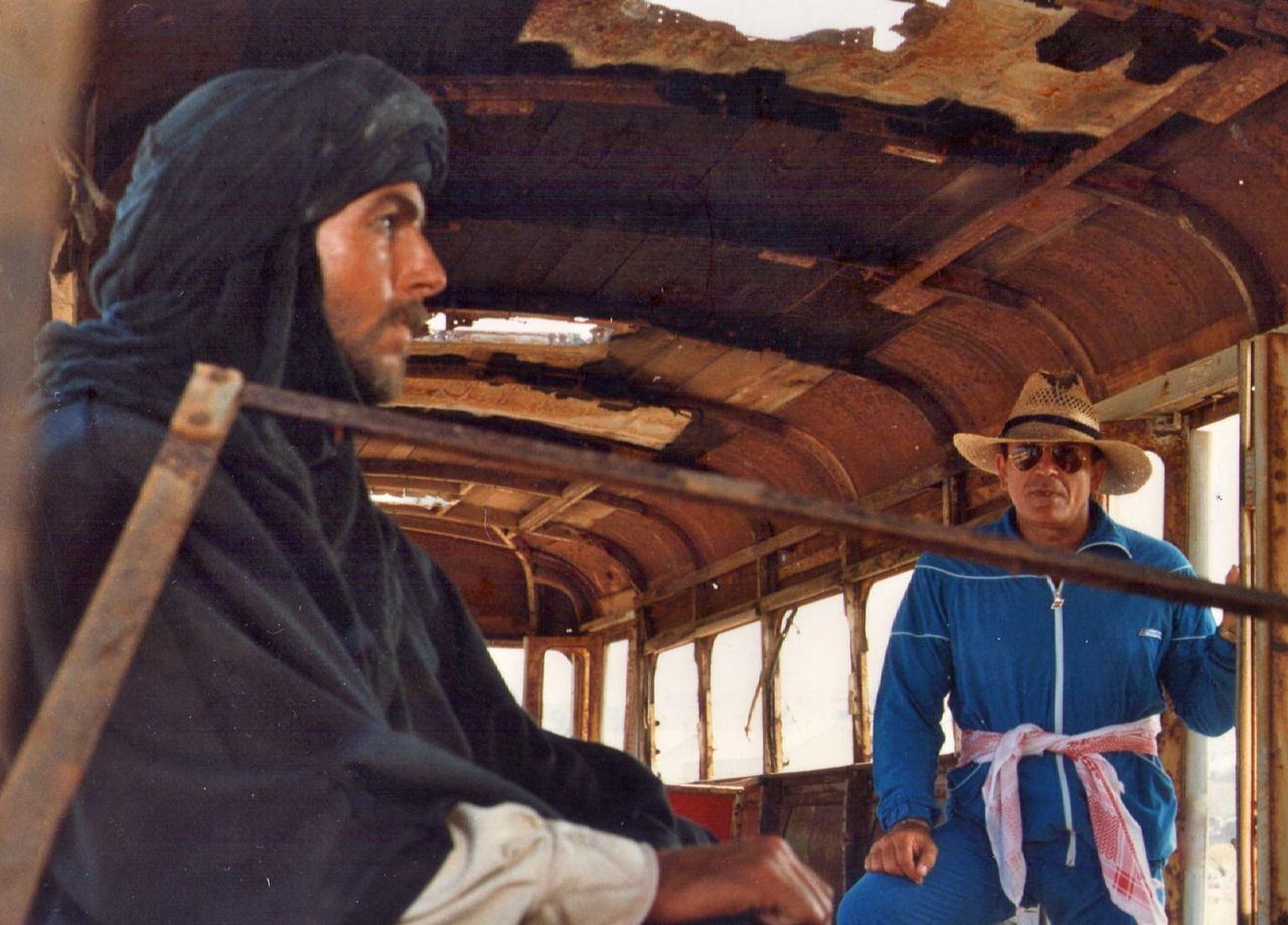 Mark Harmon and Enzo G. Castellari in Tuareg - Il guerriero del deserto (1984)