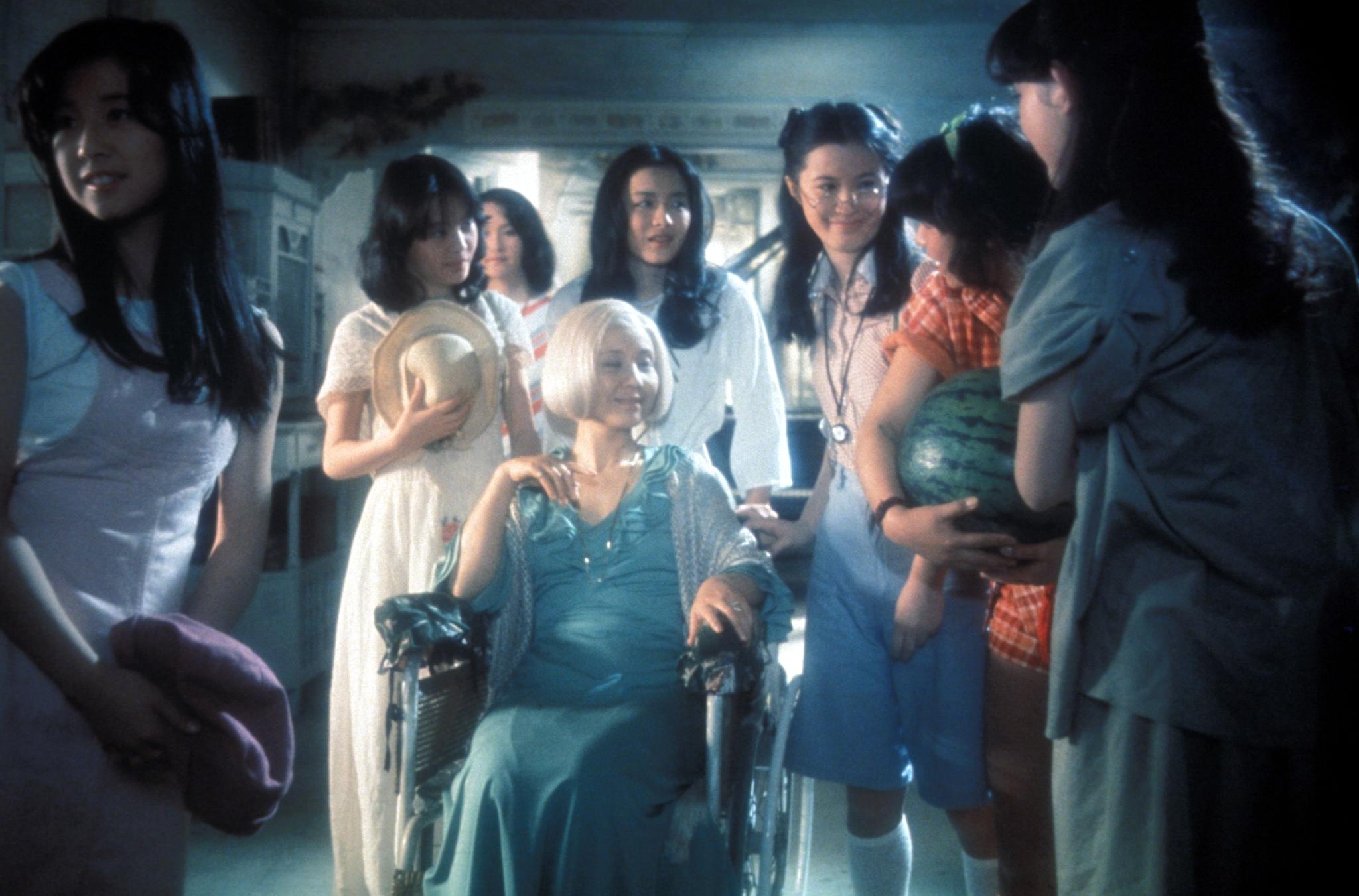 Kimiko Ikegami, Miki Jinbo, Ai Matsubara, Yôko Minamida, Masayo Miyako, Kumiko Ohba, Mieko Satô, and Eriko Tanaka in Hausu (1977)