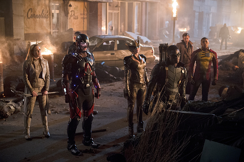 Brandon Routh, Caity Lotz, Franz Drameh, Arthur Darvill, Joseph David-Jones, and Ciara Renée in Legends of Tomorrow (2016)