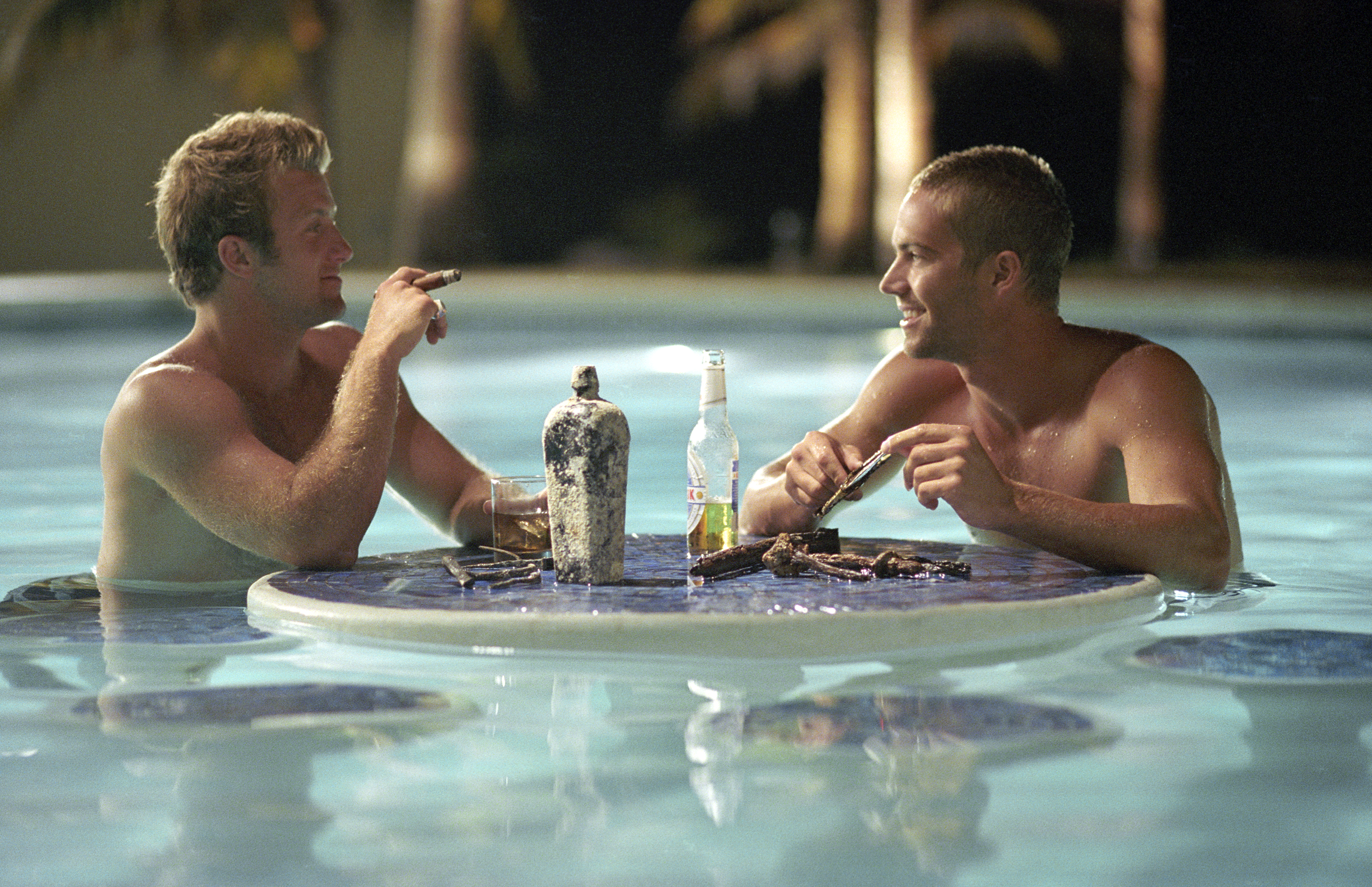 Scott Caan and Paul Walker in Into the Blue (2005)