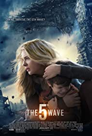 Chloë Grace Moretz and Zackary Arthur in The 5th Wave (2016)