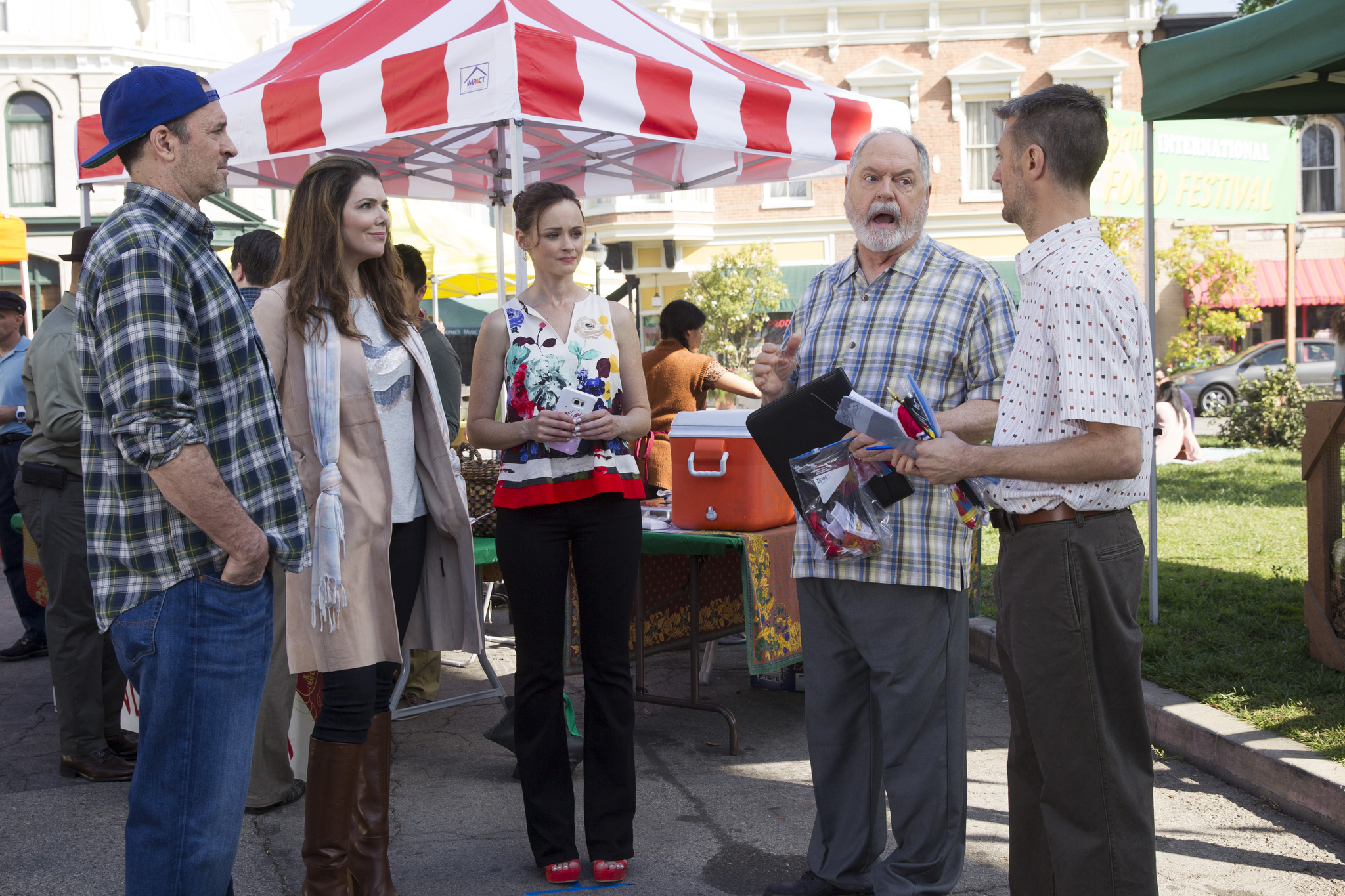 Alexis Bledel, Lauren Graham, Sean Gunn, Scott Patterson, and Michael Winters in Gilmore Girls: A Year in the Life (2016)