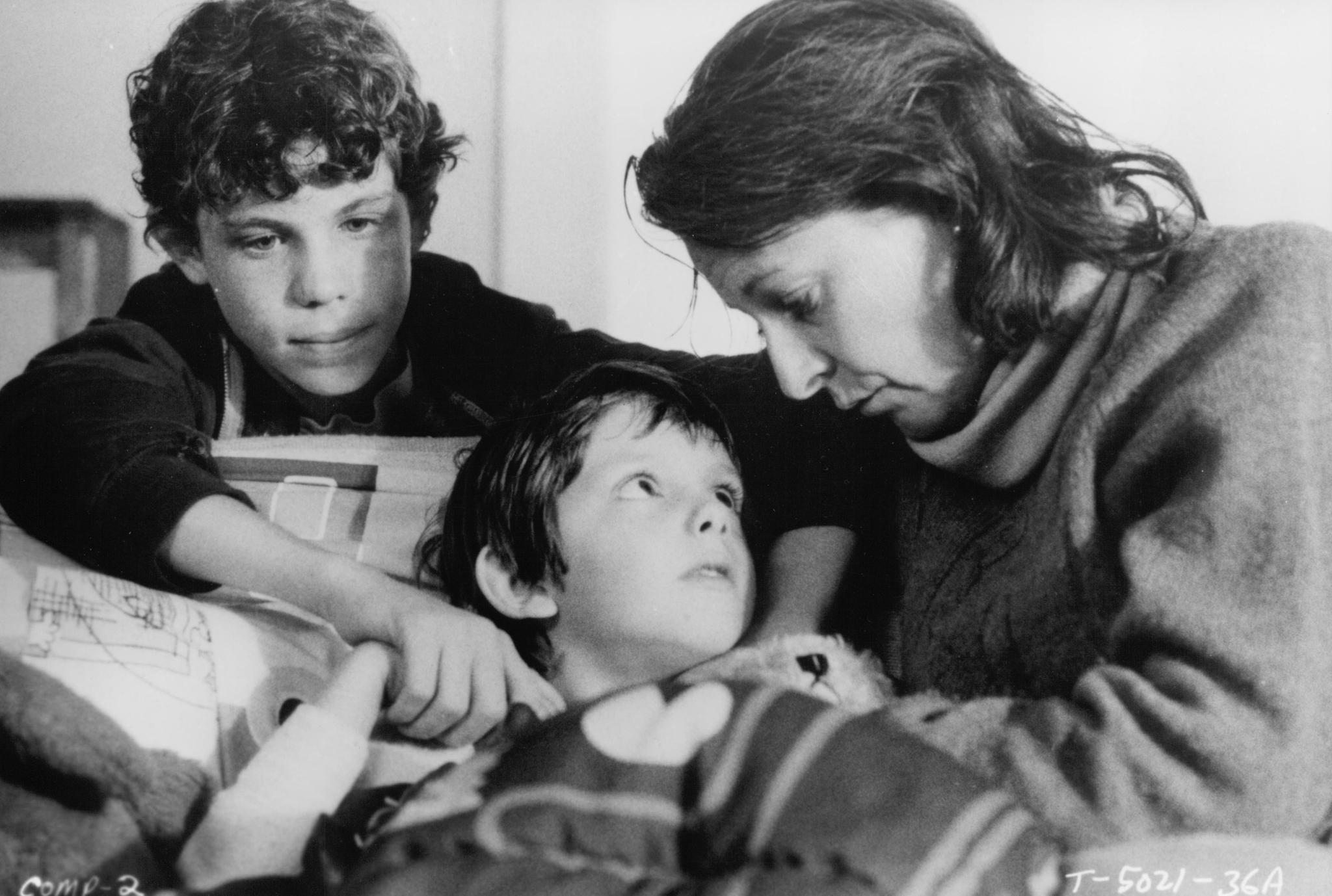 Jane Alexander, Lukas Haas, and Rossie Harris in Testament (1983)