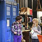 Simon Helberg and Melissa Rauch in The Big Bang Theory (2007)