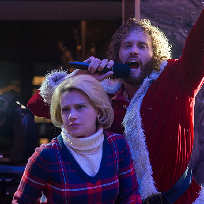 Kate McKinnon and T.J. Miller in Office Christmas Party (2016)