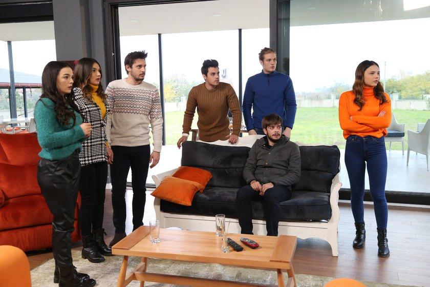 Nilsu Berfin Aktas, Korcan Kol, Aslihan Kapansahin, Burak Can, Özgün Karaman, Gizem Günes, and Can Kiziltug in Kuzey Yildizi (2019)