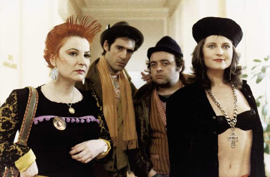 Josiane Balasko, Gérard Lanvin, Valérie Mairesse, and Jacques Villeret in Les frères Pétard (1986)