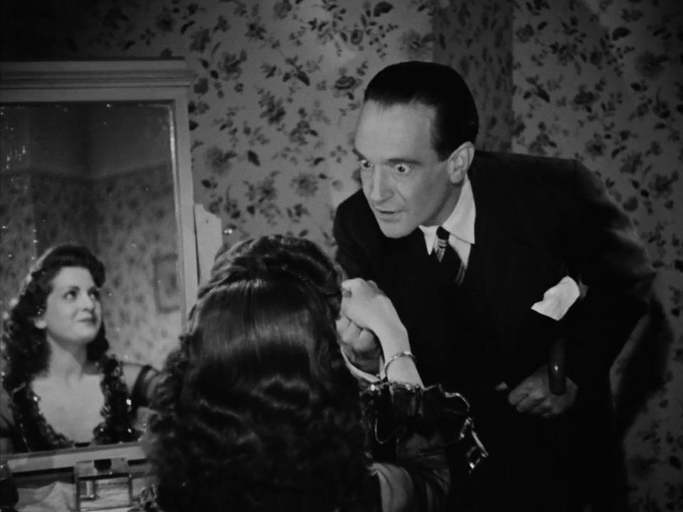 Pierre Fresnay and Huguette Vivier in L'assassin habite... au 21 (1942)