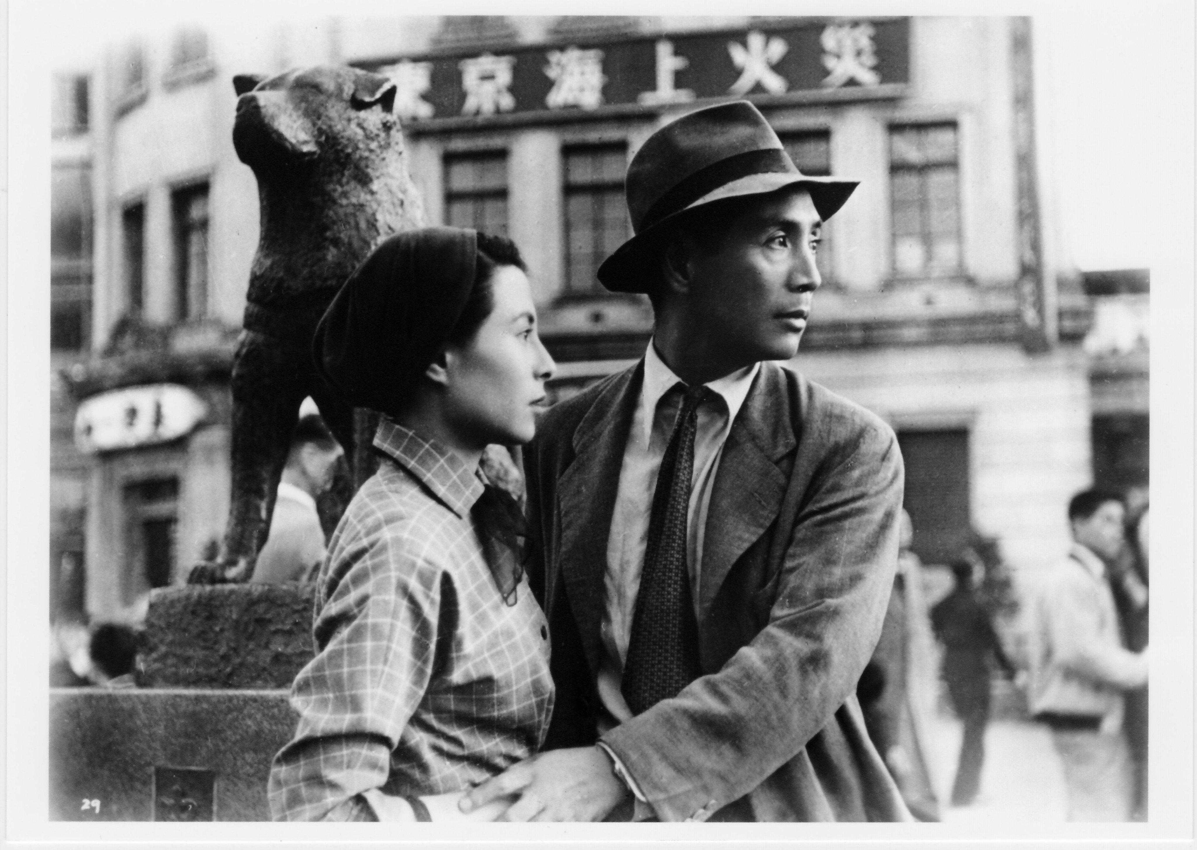 Yoshiko Kuga and Masayuki Mori in Koibumi (1953)