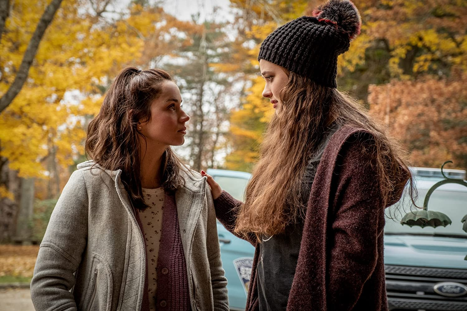 Ana de Armas and Katherine Langford in Knives Out (2019)