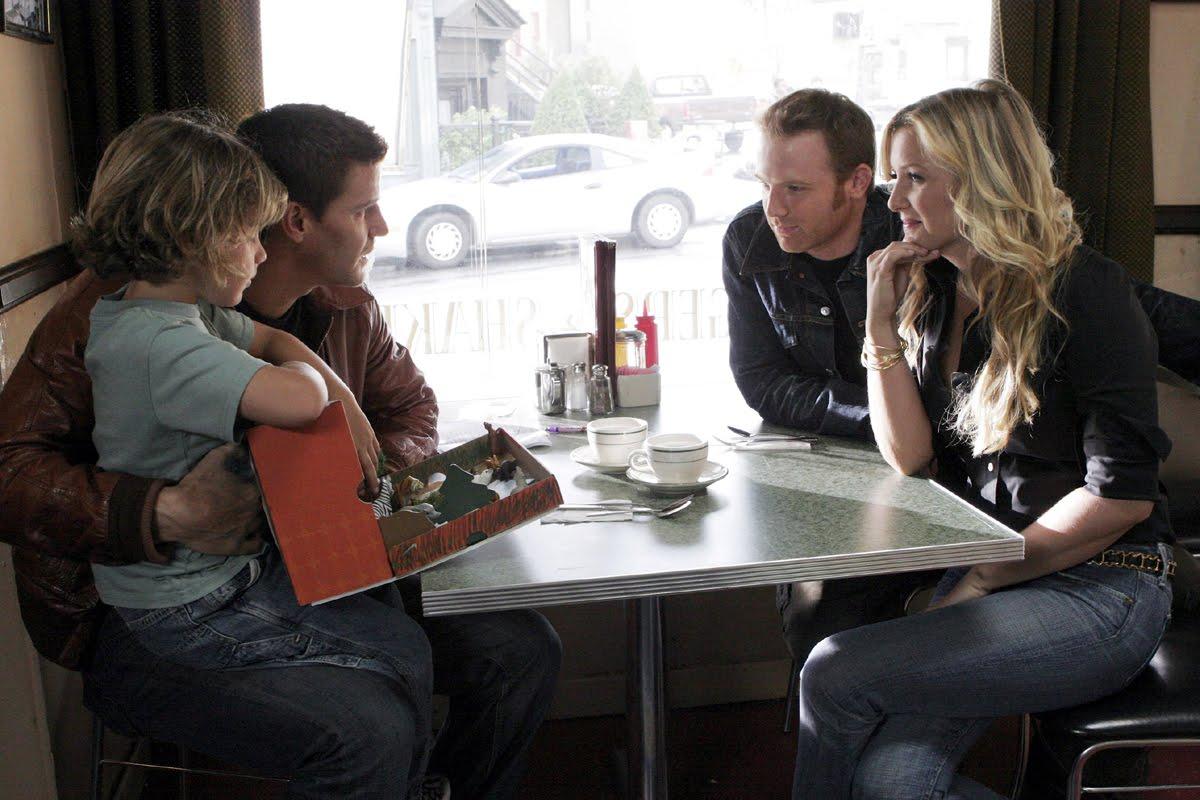 David Boreanaz, Jessica Capshaw, and Ty Panitz in Bones (2005)