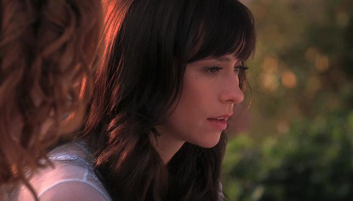 Jennifer Love Hewitt and Erica Leerhsen in Ghost Whisperer (2005)