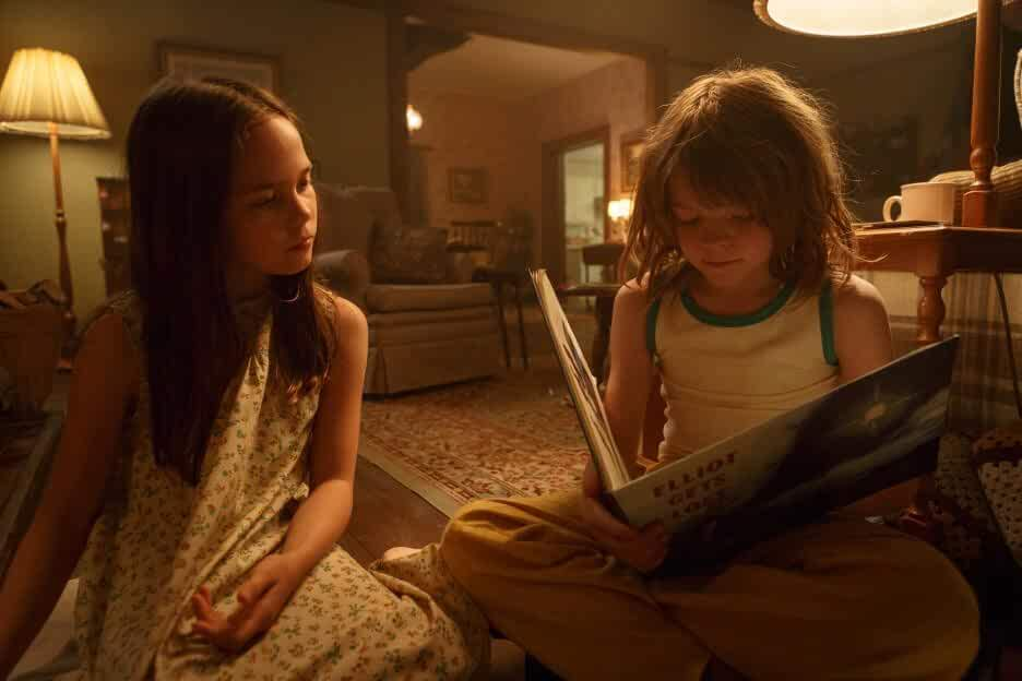 Oakes Fegley and Oona Laurence in Pete's Dragon (2016)