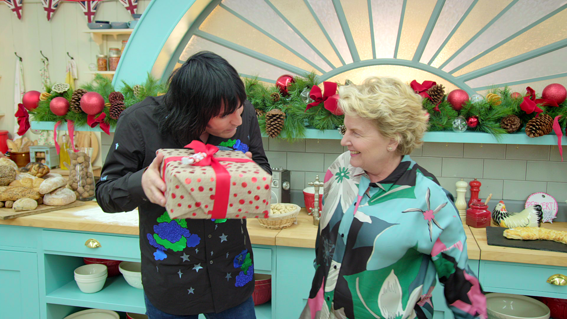 Noel Fielding and Sandi Toksvig in The Great British Bake Off (2010)