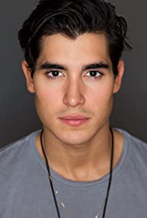 Henry Zaga Picture