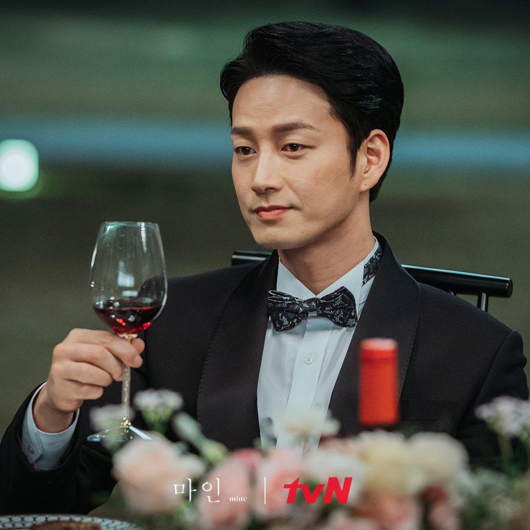 Hyun-Wook Lee in Mine (2021)