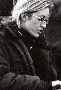 Elaine Wickham Picture