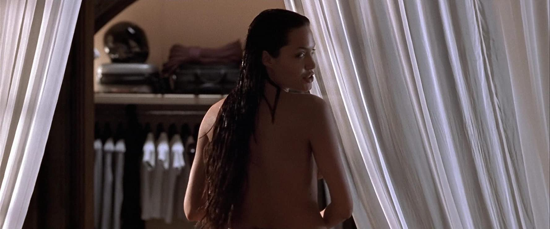 Angelina jolie naked in tomb raider