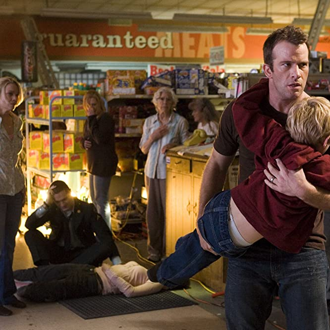 Thomas Jane, William Sadler, Laurie Holden, Frances Sternhagen, Sam Witwer, Alexa Davalos, and Nathan Gamble in The Mist (2007)