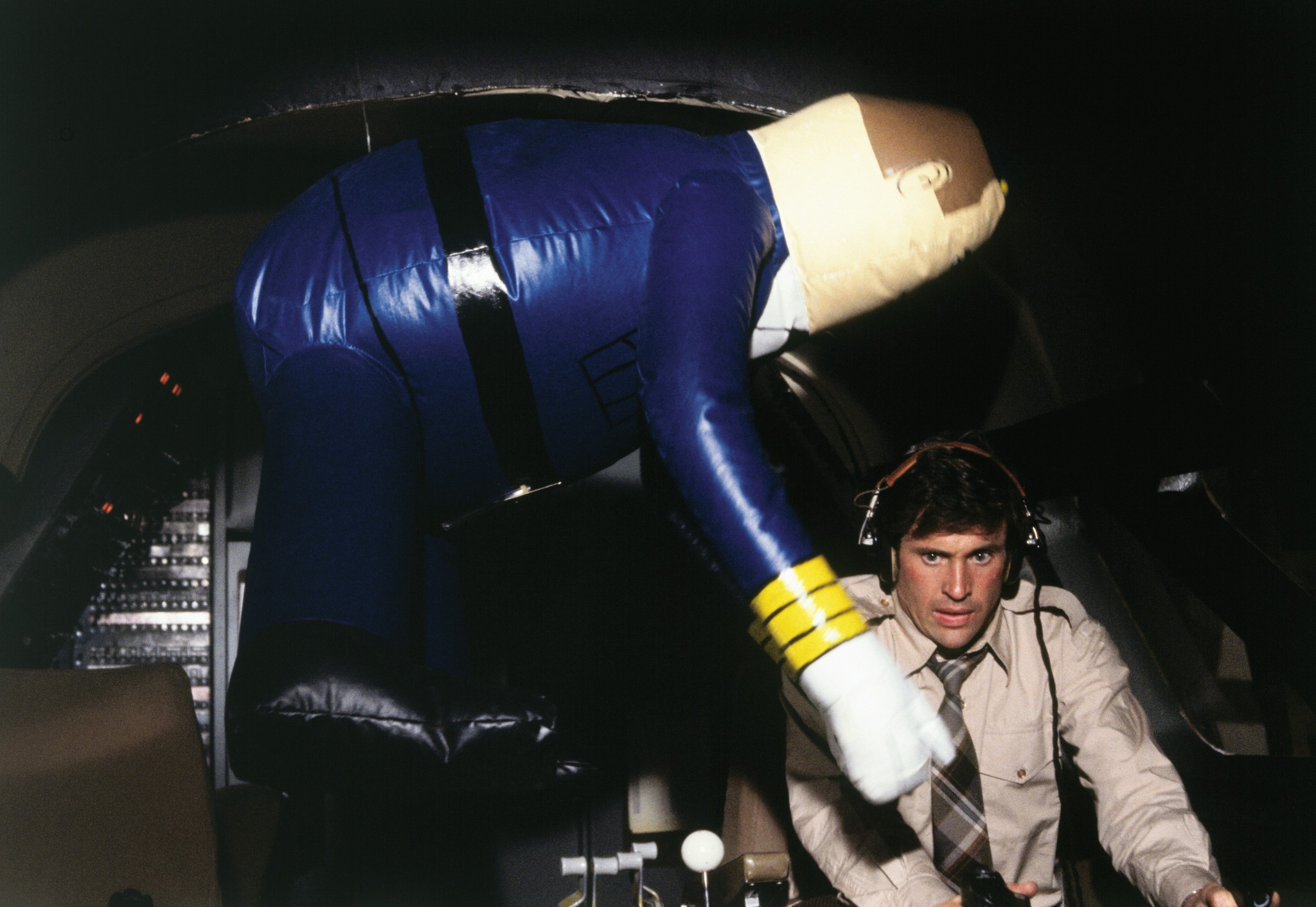 Robert Hays and Otto in Airplane! (1980)