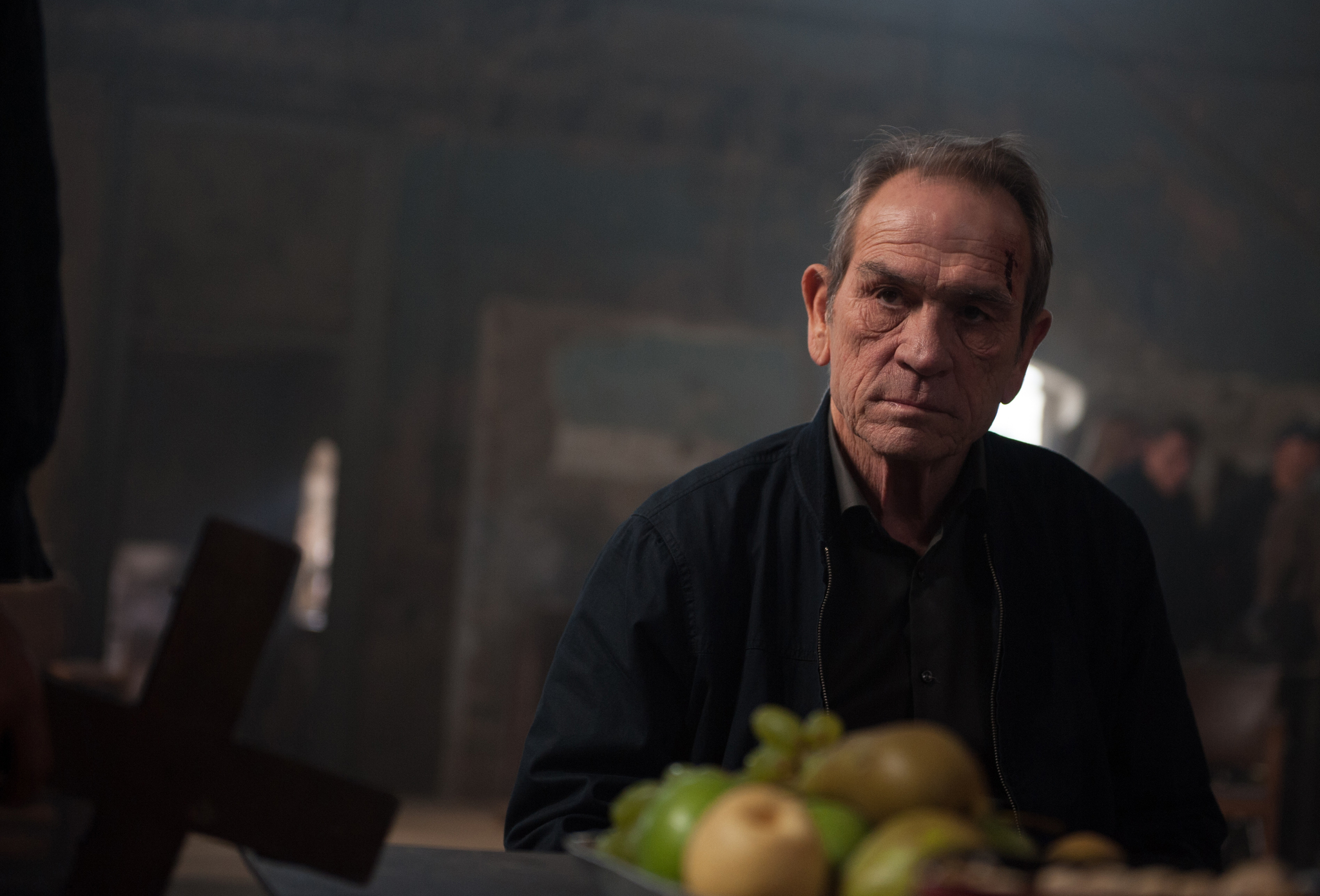 Tommy Lee Jones in Criminal (2016)