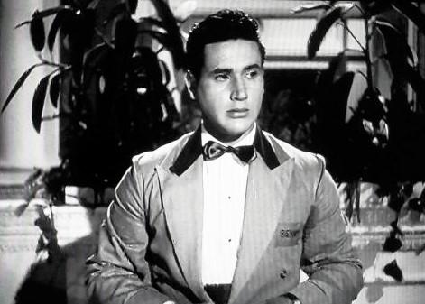 Armando Silvestre in Mystery in Mexico (1948)