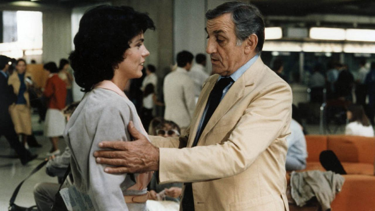 Elizabeth Bourgine and Lino Ventura in La 7ème cible (1984)