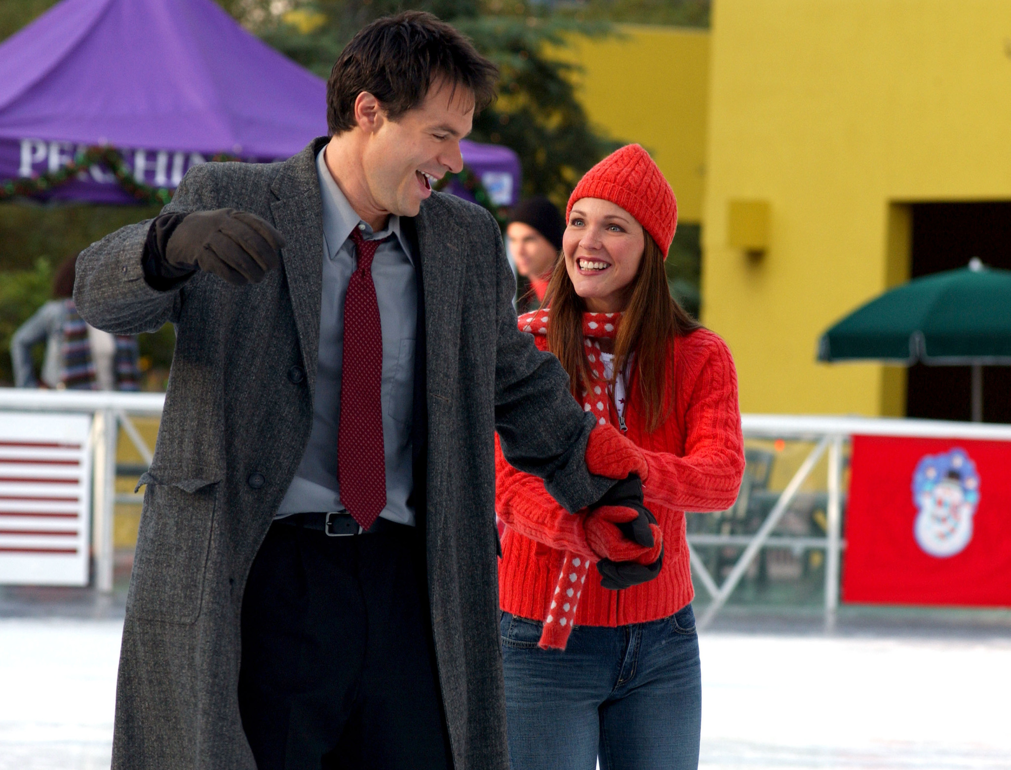 Patrick Muldoon and Kelli Williams in A Boyfriend for Christmas (2004)