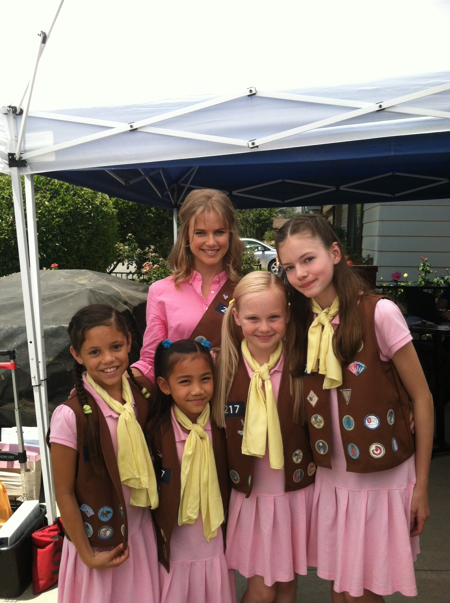 Danielle Parker on the set of The Cookie Mobster with Pippa Black, Mackenzie Foy, Jenna Ortega and Cheyenne Nguyen