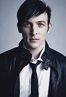 Robin Lord Taylor Picture