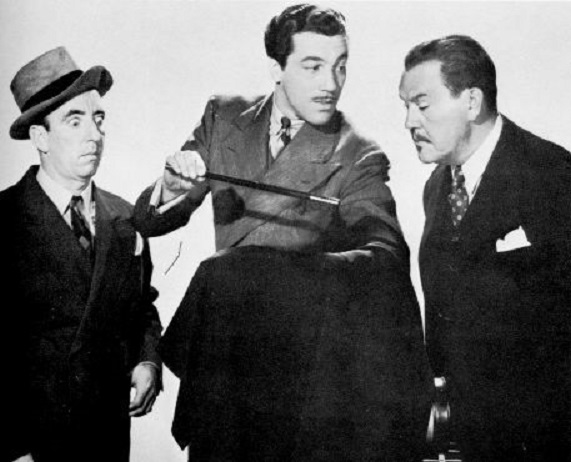 Cesar Romero, Sidney Toler, and Wally Vernon in Charlie Chan at Treasure Island (1939)