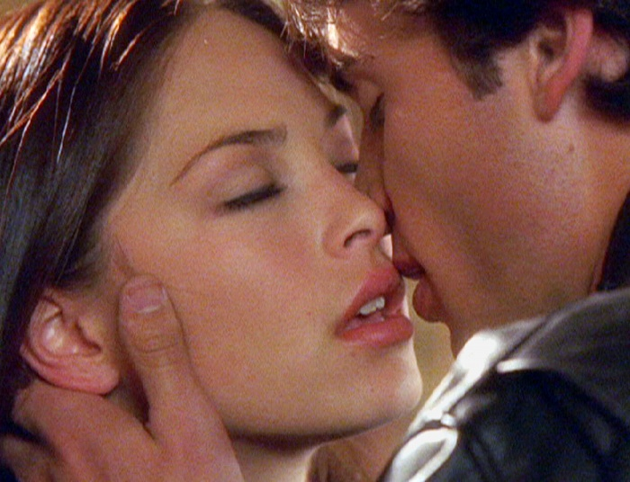 Kristin Kreuk and Tom Welling in Smallville (2001)