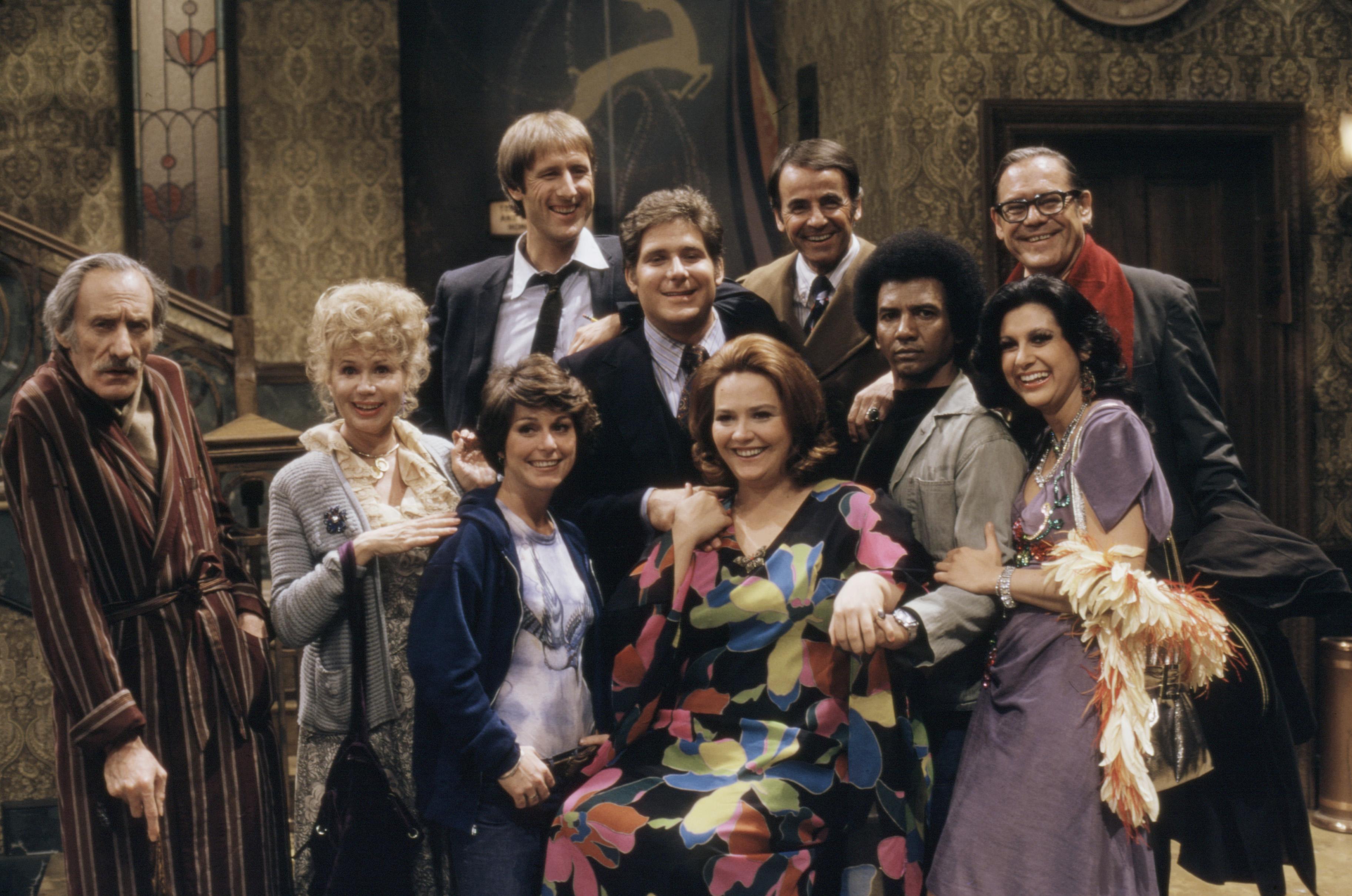 James Cromwell, Conchata Ferrell, Lee Bergere, Henry Calvert, Stan Gottlieb, Gloria LeRoy, Jeannie Linero, Richard Masur, and Robin Wilson in Hot l Baltimore (1975)