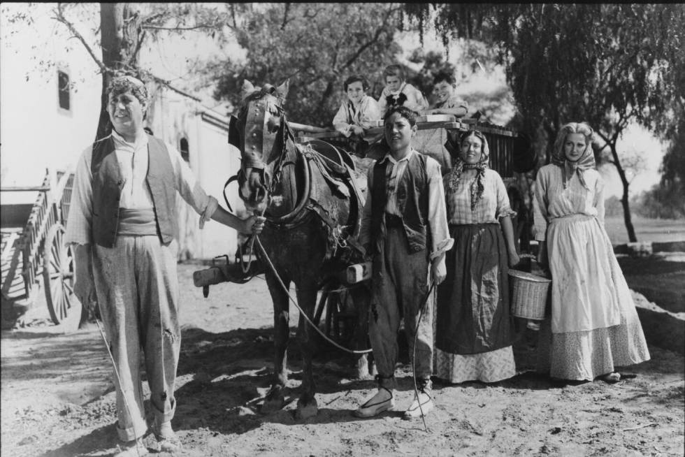 Anita Blanch, Narciso Busquets, Amparo Morillo, and Domingo Soler in La barraca (1945)