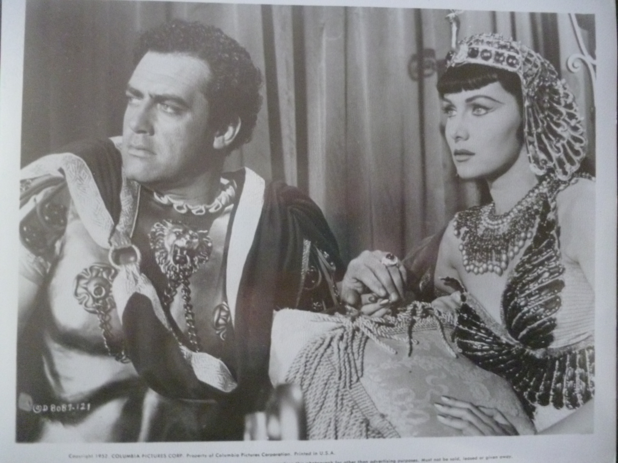 Raymond Burr and Rhonda Fleming in Serpent of the Nile (1953)