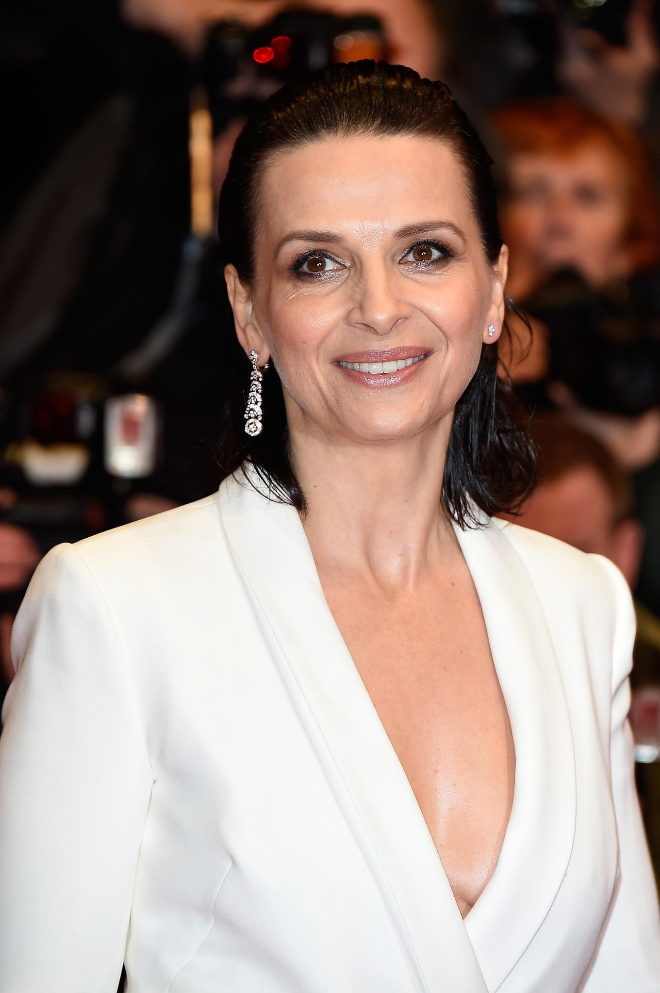 Juliette Binoche at an event for Nadie quiere la noche (2015)
